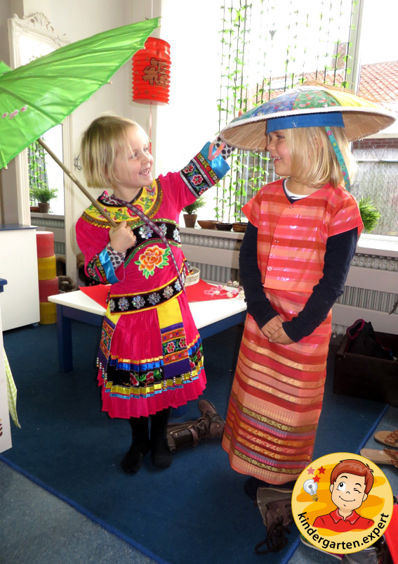 Chinese role play in the theme center 4, China theme, kindergarten expert