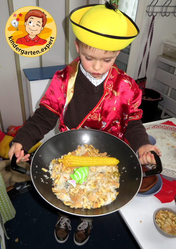 Chinese role play in the theme center, stir fry 1, China theme, kindergarten expert