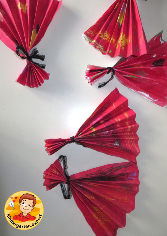 Making a Chinese fan 2, China theme, kindergarten.expert