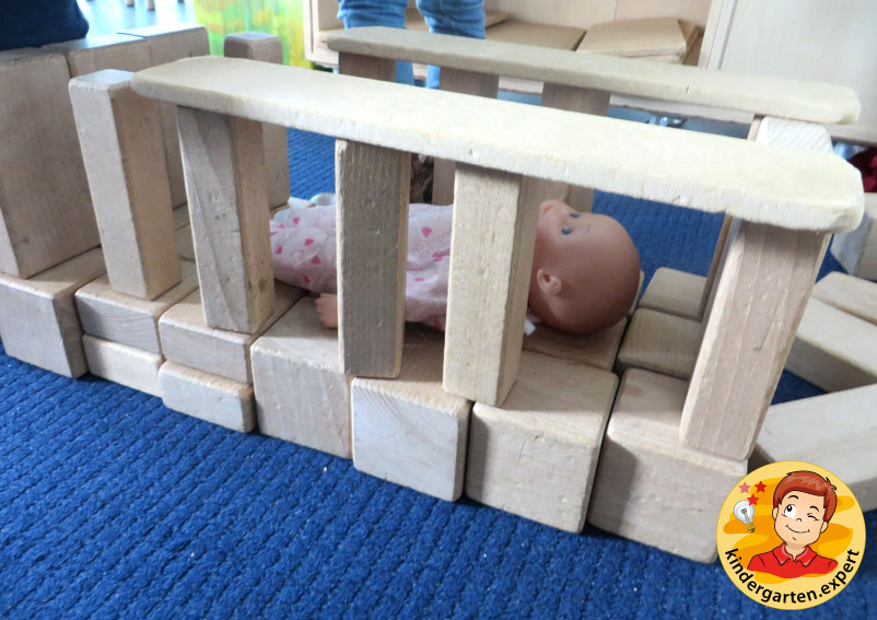 Making a crib, blocks center, baby theme, kindergarten.expert