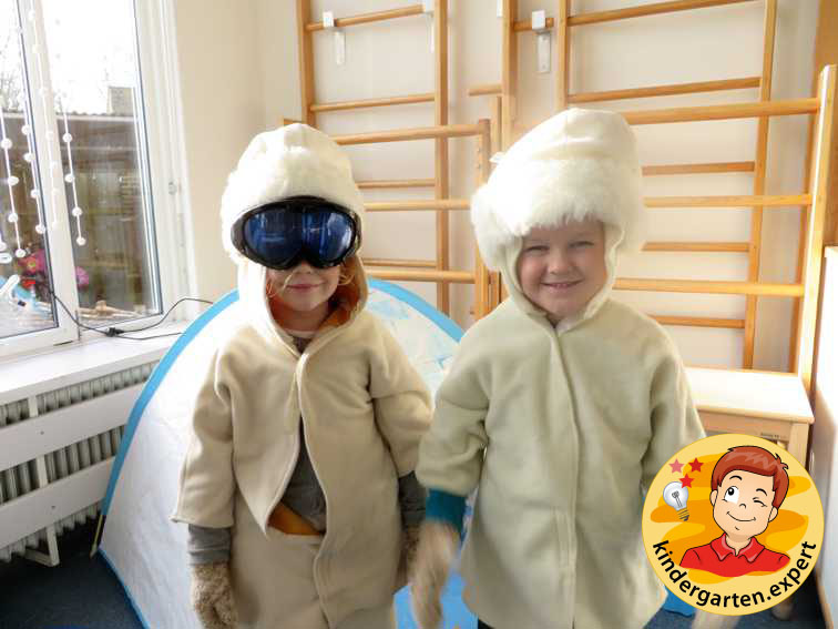 Snow goggles in the theme center, North Pole and South Pole theme, kindergarten