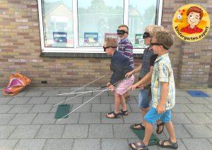 Walking with a self-made white cane 2, eye theme, kindergarten expert