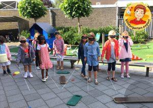 Walking with a self-made white cane 4, eye theme, kindergarten expert