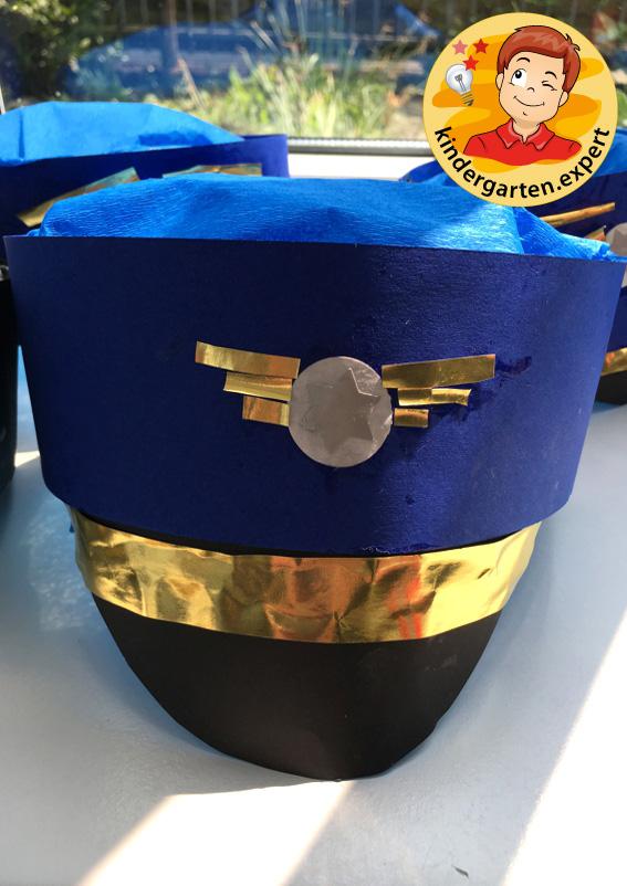 Making a pilot's cap, airport theme, kindergarten expert 1