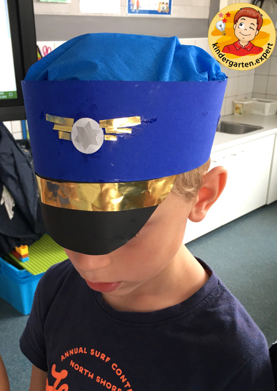 Making a pilot's cap, airport theme, kindergarten expert 2