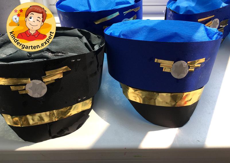 Making a pilot's cap, airport theme, kindergarten expert 3
