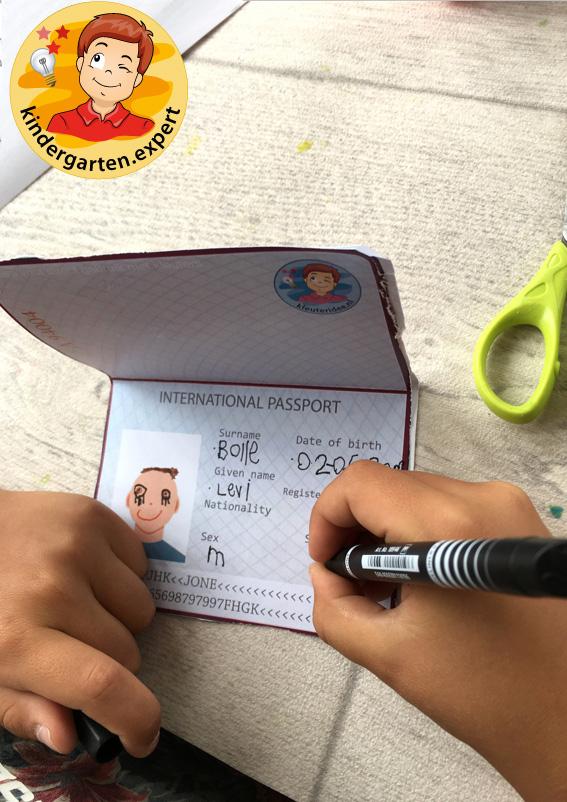 Passport craft, airport theme, kindergarten expert 4